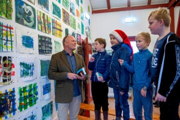 Eleverne på Vinde Helsinge Friskole har arbejdet på et større billedkunstprojekt, som tager udgangspunkt i billedkunstner Thomas Højrups værker.